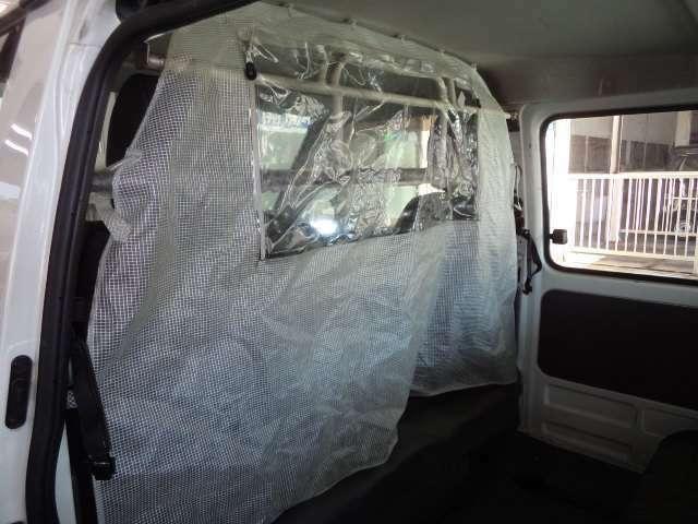 仕切りカーテンがありますので冷暖房の効果が上がります。