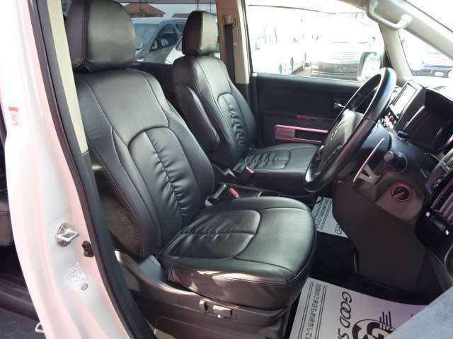 アイポイントが高く奥様にも人気の運転席です!