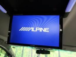 【後部座席アルパインモニター】搭載で、後部座席に乗車の方も走行中にDVDとTVの視聴可能です。