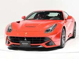 ボディカラーはRosso Corsa(赤)にインテリアはRosso(赤)のフェラーリらしい組み合わせでございます。