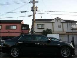 こちらのお車ですが、18インチアルミにローダウンされており、キマってます♪