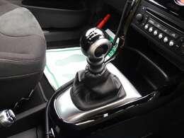 今や少なくなったマニュアル車。 車を運転している感はやっぱりマニュアルですね♪