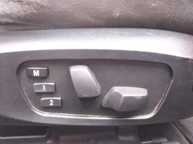 運転席、助手席はパワーシートとなりますので、微調整が出来、ご自身に合ったシートポジションで運転をして頂けます