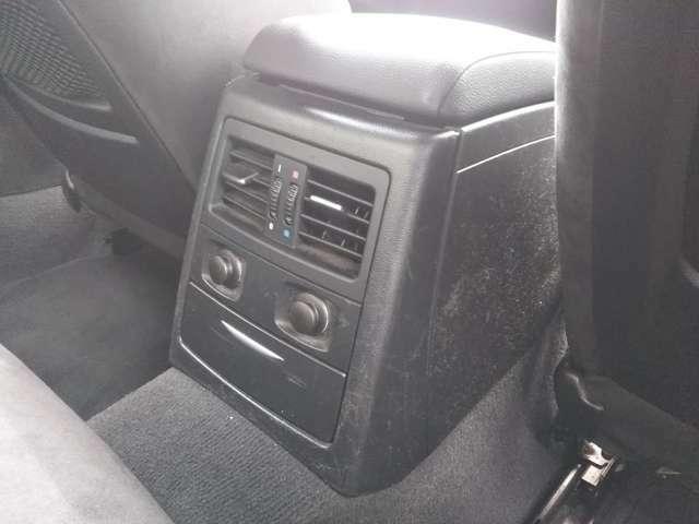 後部座席用のエアコン吹き出し口がございますので、夏冬も前席と同様に快適に車内でおくつろぎ頂けます