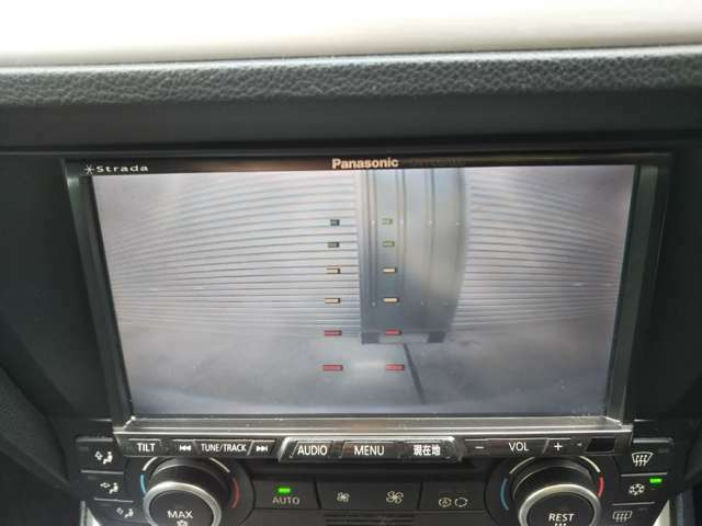 シフトをリバースに入れて頂くとナビの画面に後方の画像が写し出されます