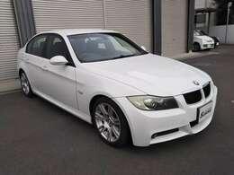 BMW E90 320i Mスポーツ 人気のアルピンホワイトが入庫致しました