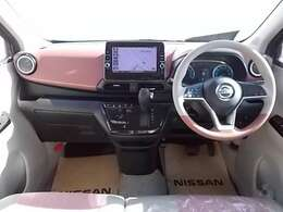 ますますドライブが楽しくなる、明るく開放的な運転席まわりです(^^)