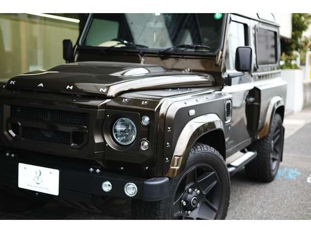 Kahn Chelsea Wide Truck Co,. コンプリート車両の入庫です。 ATコンバージョンキットも搭載されております。 外装色はブラウン、内装はベージュレザーインテリアの組み合わせとなっております。