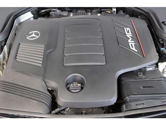 DOHC直列6気筒ターボチャージャー付エンジン搭載モデル。