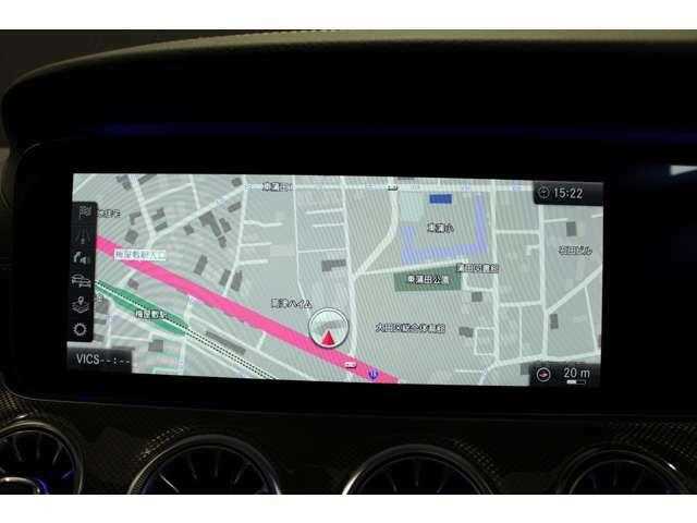 先進のドライビング環境を創造する12.3インチコックピットディスプレイ(メーターパネル)運転席正面の高解像度ディスプレイにナビゲーションの案内などを、見やすくわかりやすくカラー表示。