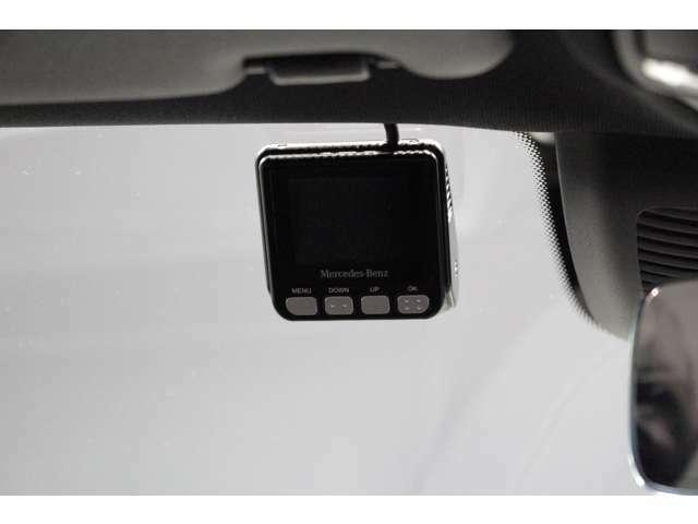 楽しいドライブから万一の瞬間まで、あらゆるシーンを見守っているドライブレコーダー。そこに純正ならではの性能と洗練があったならそれは、単なる装備を超えた安心のパートナーです。