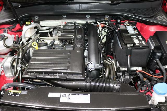 総排気量1,190cc。コンパクトでハイパワーのターボガソリンエンジン。荷物を積んでも快適に走ります。