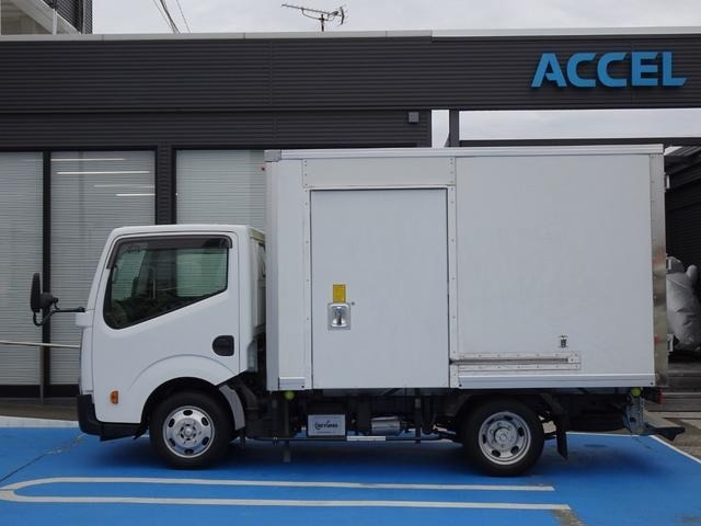 初度登録年月:平成27年8月 型式:TKG-SZ2F24 原動機の型式:ZD30 車体の形状:バン 1ナンバー普通貨物登録 乗車定員:3人