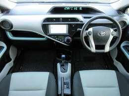 内装はグレーを基調とした明るい雰囲気の車内になっております♪パネル類にも目立つキズや汚れ等も無くとてもキレイな状態です♪