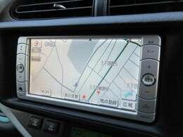純正SDナビが装備されております♪画面もクリアで運転中も確認しやすいです♪ワンセグとDVDの視聴もお楽しみ頂けます♪AUX接続も可能ですのでお好きな音楽でドライブして下さい♪