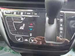オートエアコンが付いてますので、温度設定をすれば自動で風量・吹き出し口の調整をしてくれるでしょう。