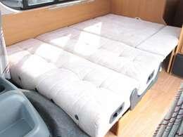 広々としたダイネットベッド!就寝人数2名!185cm×120cm!