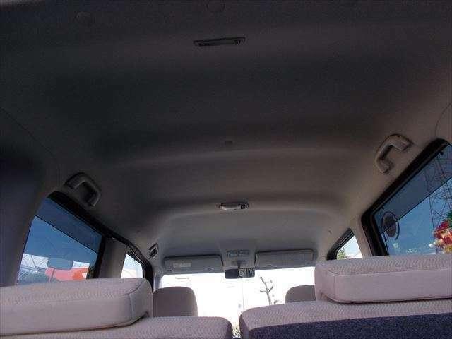 見やすいフロントガラスで視野も広がり一人での運転でも、大切な方を隣に乗せてもお出かけの際助手席でも圧迫感を感じさせない空間☆