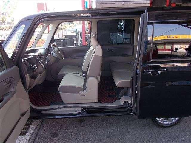 乗り降り楽々オープンスライドドアはこの車の魅力♪