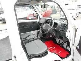 シート位置も高く、見下ろす感じで視界も広がり運転しやすいです。