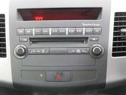 純正CDオーディオを装備しています。ロックフォードを装備しております。