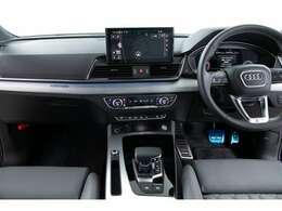 インテリアには1stエディション特別仕様のスポーツシート(フロント)ナッパレザーをあしらった特別な車内でございます。未使用車でございます。使用感は一切なく清潔なコンディションでございます。