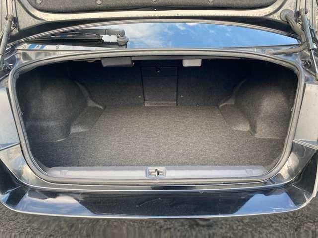 奥行きの深いトランクスペース♪ゴルフバッグも複数個積めますよ♪スーツケースも入るので旅行の際も安心です♪