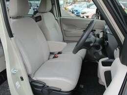 シートの高さ調整ができるシートアジャスター。運転席、助手席シートヒーター