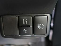 【プリクラッシュセーフティ】ドライバーに警報やディスプレイ表示で警告し、衝突回避の操作を促します。【オートマチックハイビーム】夜間自動で切り替えることによって、最適な視界の確保を支援。