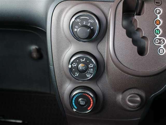 スイッチもシンプルで操作しやすいダイヤル式のマニュアルエアコン!