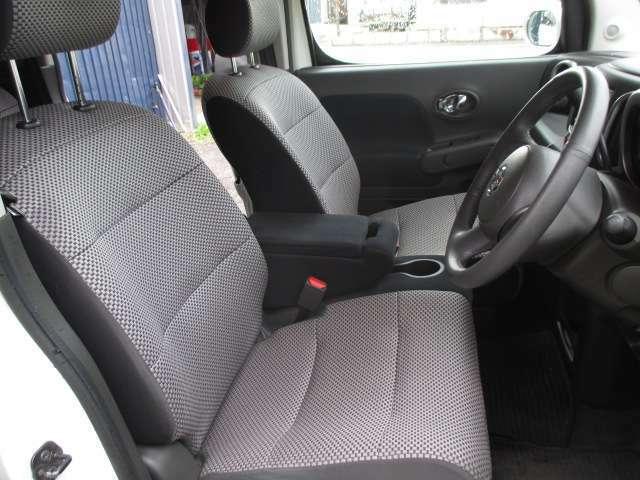 運転席です。スペースも十分確保されていますので運転しやすいですよ!優越感のあるドライバーシート。視界もよく、老若男女問わず乗りやすいと思います。是非、お座り下さい☆☆☆