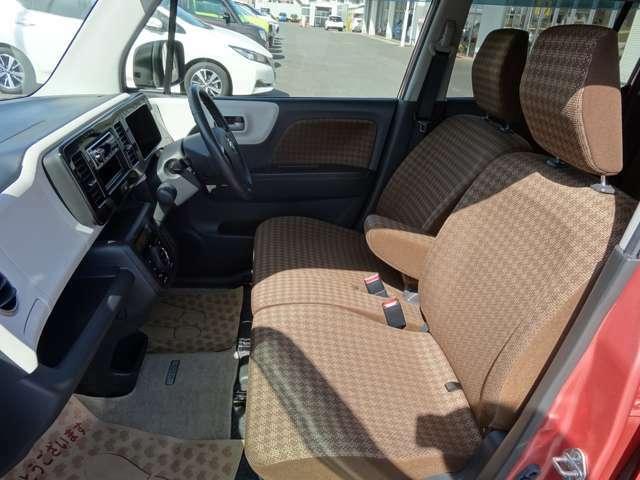 運転席側シート(助手席側より)