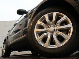 18インチ10スポークホイール装備!力強さと重厚感を感じさせる太めのスポーク、車体全体のバランスを考慮して専用にデザインが施されています。イヴォークの魅力を際立たせる魅力のアイテムです♪