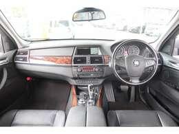 BMWX5のカタログ燃費は「10/15モード走行」で8.0km/lを記録しております。