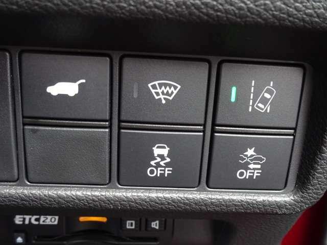ミリ波レーダーにより前走車を検知、追突のおそれがあると判断した場合に音と表示による警報でドライバーに注意を促してくれるCMBS
