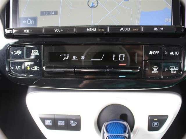 室内を快適温度にするオートエアコン!スイッチもシンプルで操作しやすく、オールシーズン快適なドライブに出かけられますね♪
