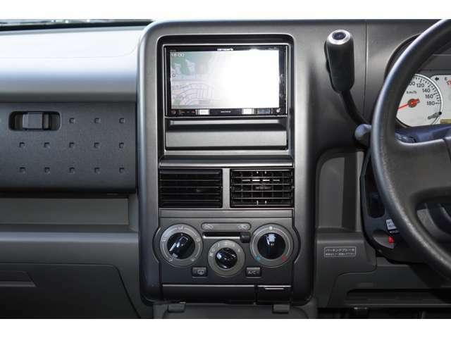 内装はグレーを基調としております。大変落ち着いた雰囲気の車内でございます♪