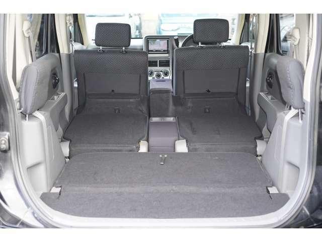 サードシート・セカンドシートを収納すると、さらに広大な空間が生まれます♪
