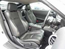 各シートは電動にて調整可能なパワーシートにシートヒーター完備。バージョンT標準装備の黒革シート付。人気のRECARO製やBRIDEシートもお得な金額にてお取り付け可能です