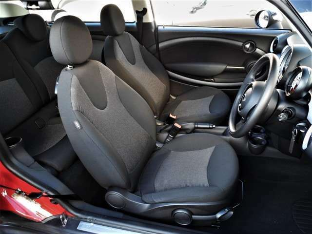 使用感少ない、シート類です、当然ですが、こげや破れ等も無く、大変コンディションの良いシート類です