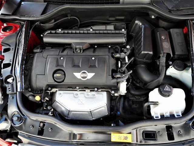 エンジンは後期モデル最終型を搭載しています、トラブルの少ない、1600ccCOOPER後期エンジンですよ