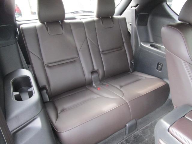 サードシートにもマツダの人間中心設計により、快適な『座り心地』と『乗り心地』、乗り降りもスムーズで快適に行えます。