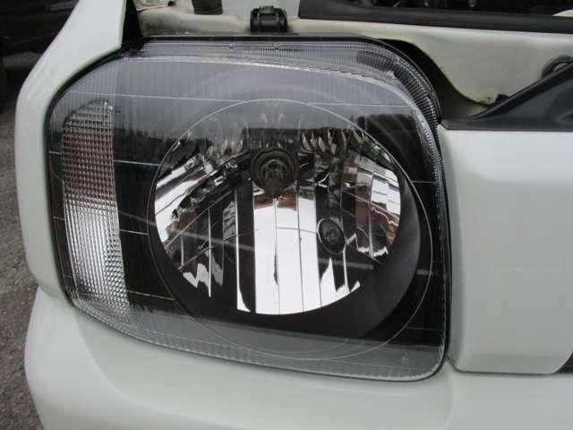 新品ヘッドライトてピカピカです。くすんでいると見た目も視界も悪くなります