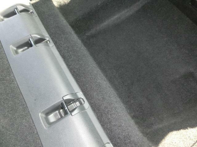 シートを取り外し!シートクリーニング施工!マットカーペットも清掃し除菌消臭剤を散布!