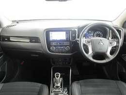 内装ブラック 座り心地のいいソファのようなシート。運転席も助手席もリラックスしてゆったりと座れます。