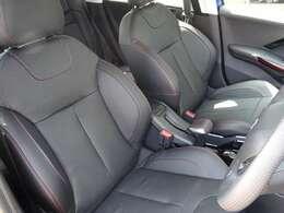 特別仕様車2008GTLine Black Packはレッドステッチが施されたブラックレザーシートです。フロントシートヒーターを装備しています。【プジョー大府:0562-44-0381】