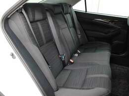 プレミアムサルーンらしいくつろぎを提供するセカンドシートを備えています。ナノイーも搭載され、車内環境は快適です。