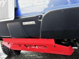 オプションのTRDのフロントバンパーカバー&アンダーカバーがついておりスポーティーな見た目です♪赤のアクセントが映えてかっこいいですね♪