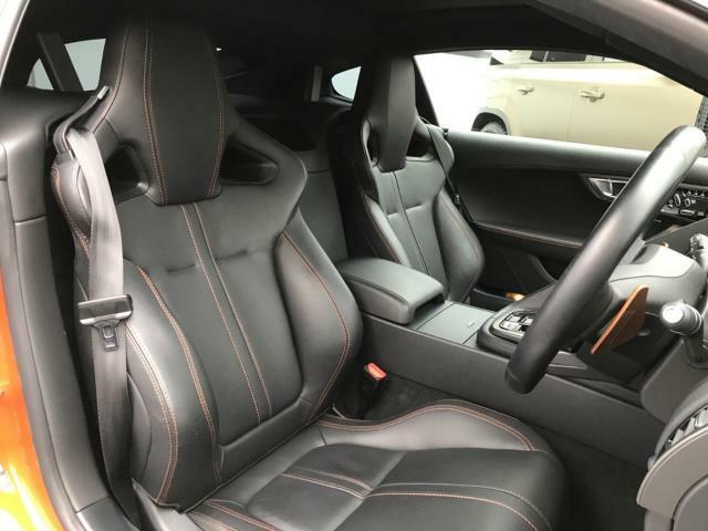 電動パワーシートですので運転中のシート調節も安全に行えます。背もたれの角度や座面の位置、ランバーサポートなどを微調整も可能ですのであなただけのドライビングポジションをメモリーに保存できます。