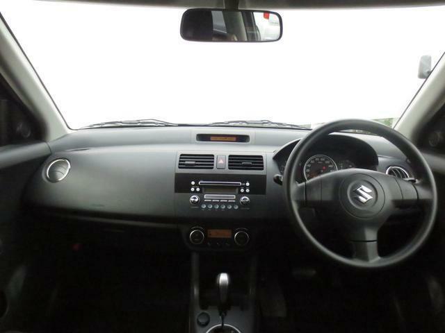 ルームクリーニング実施済み☆シンプルなデザインの運転席まわりです♪